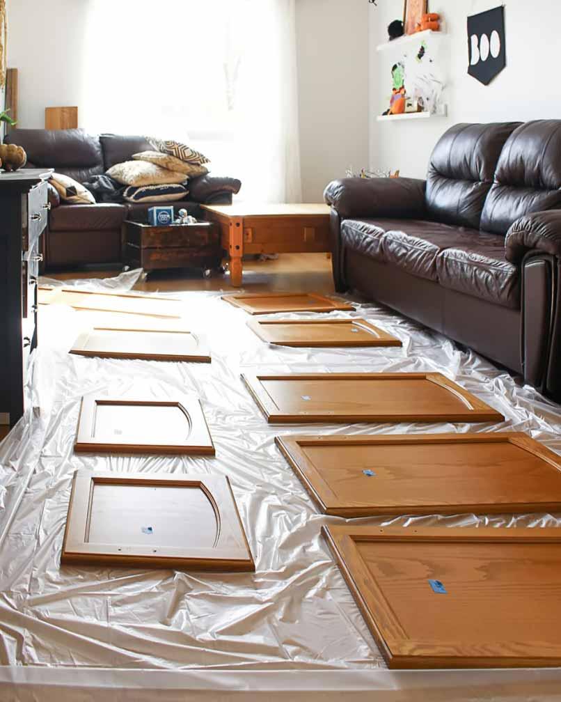 chuẩn bị sơn tủ bếp