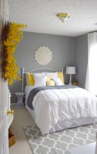 giường không nên đối diện cửa phòng