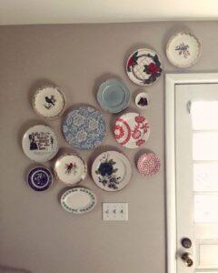 trang trí tường bằng đĩa ăn (12)