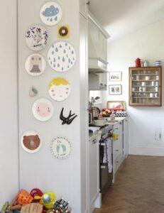 trang trí tường bằng đĩa ăn (25)