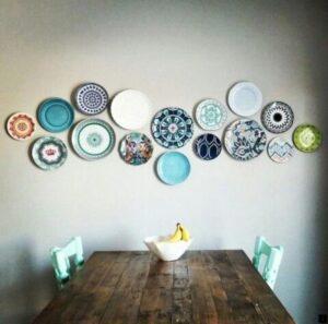trang trí tường bằng đĩa ăn (27)
