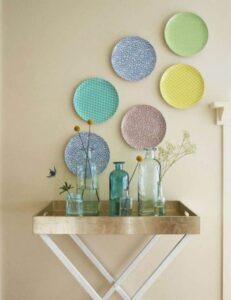 trang trí tường bằng đĩa ăn (6)