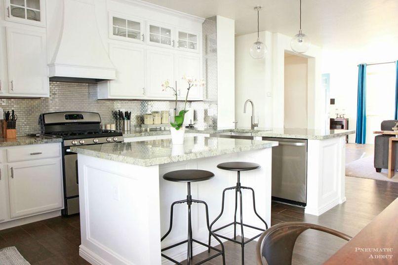 tủ bếp trắng thay đổi không gian (5)
